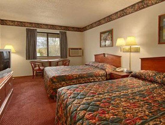 Super 8 Hudson: Standard Two Double Bed Room