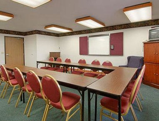 Super 8 Hudson: Meeting Room