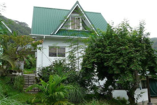 Lemongrass Lodge: Das Haus: hinter dem Dachgeschossfenster befindet sich das Schlafzimmer