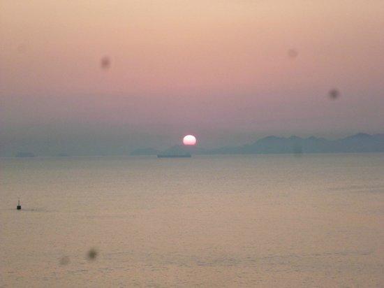 Hotel Ofutei : 部屋から見た朝日