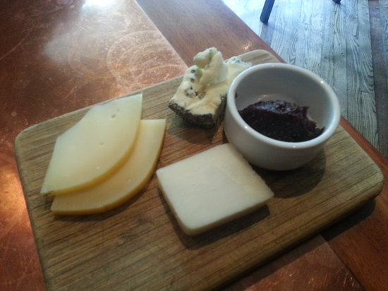 Divino Wine & Cheese Bistro : The cheese plate