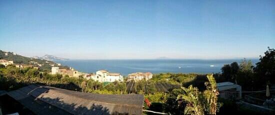 Hotel Piccolo Paradiso: Blick von der Poolterrasse auf das Meer