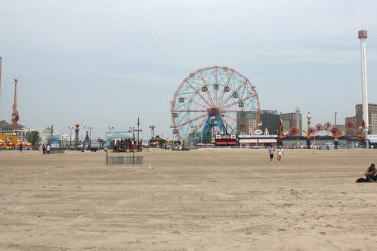 Coney Island USA: Coney Island Beach, clean and safe