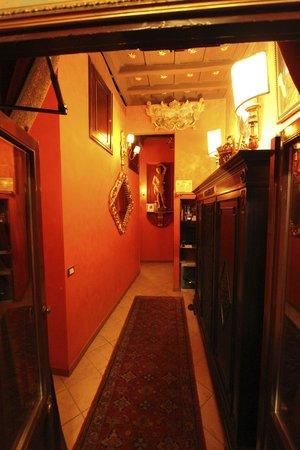 Antica Dimora de Michaelis: Hallway- from our door