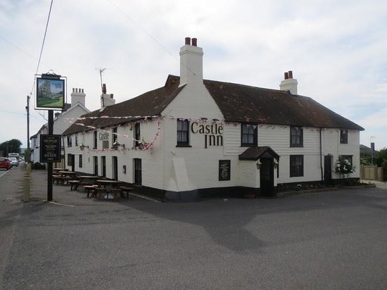 Pevensey Bay Beach: the castle inn