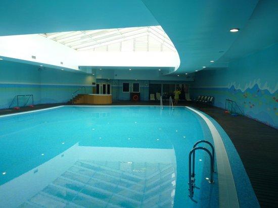 Solplay Hotel de Apartamentos: piscine intérieure