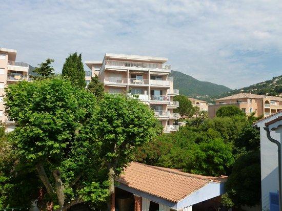Hotel Villa Provencale: vue depuis une des deux fenêtres de la chambre