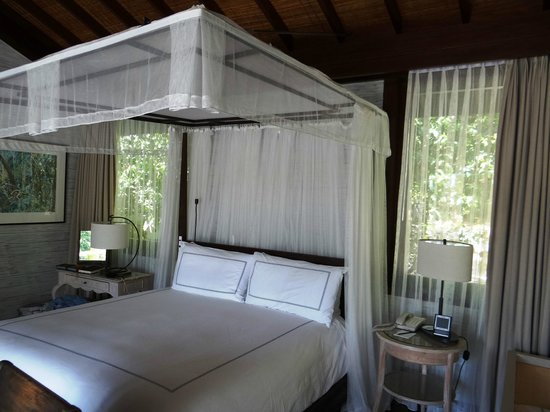 Four Seasons Resort Seychelles: Garden Villa - bed