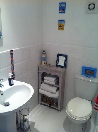 Sleeperzzz Guest House: bagno seaside room