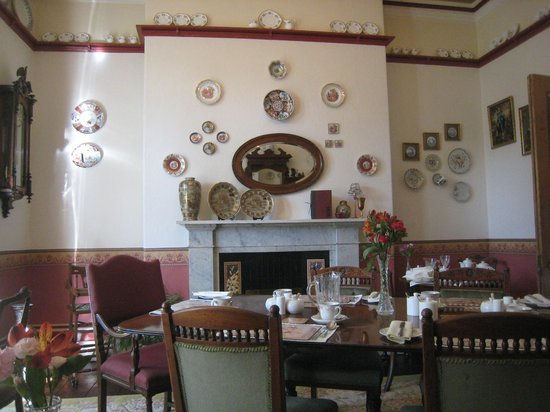 Mitchell's of Chester Guest House : breakfast saloon wall decors