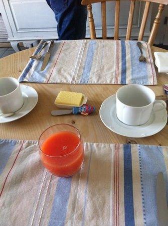 Sleeperzzz Guest House: breakfast in arrivo!