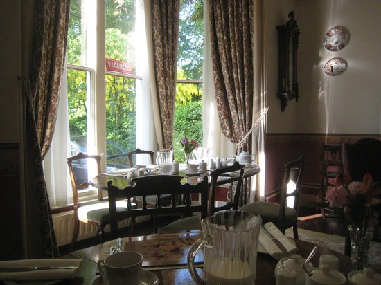 Mitchell's of Chester Guest House : breakfast room looking out to the garden