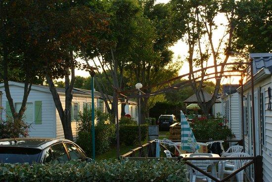 Camping Les Galets: Coucher de soleil vu terrasse mobil home