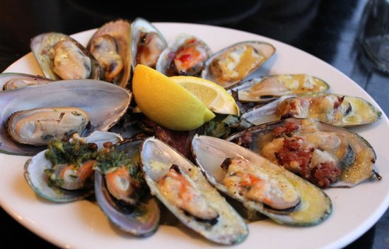 Slip Inn Cafe : Mussels done seven ways