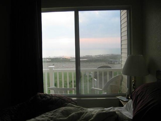 Mackinaw Beach and Bay - Inn & Suites: This is the view that we woke up to..lovely. Watching the sunrise over lake huron was spectacula