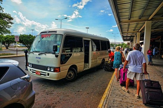 Rocky's Taxi and Tour Services: Rocky's tour bus at airport