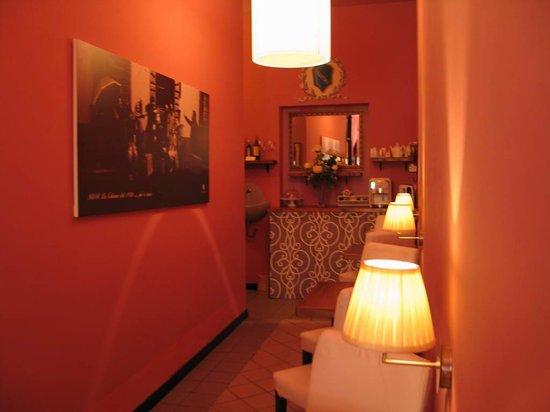 La Colonna: corridor, doubling as breakfast hall