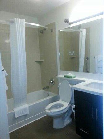 Candlewood Suites Jacksonville: bathroom