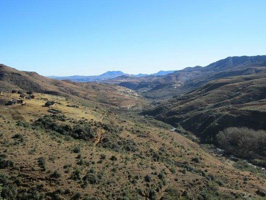 Malealea Lodge: Dorf (links) - Pony-Trecking