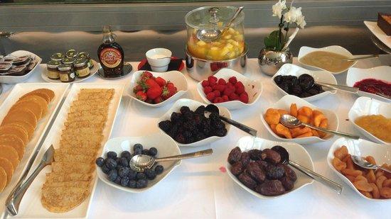 Hotel Sezz Saint-Tropez: Buffet du petit déjeuner