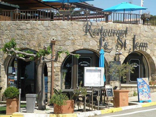 Hôtel Le Saint Jean: terrasses du resto et du bar au dessus