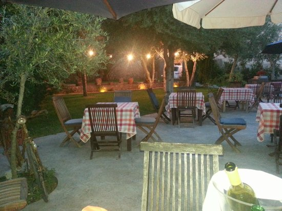 La Bruschetta: superb outdoor area