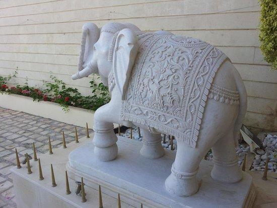 Hotel Acropole : Elefante all'ingresso