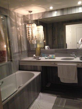 Sumahan on the Water: Bathroom