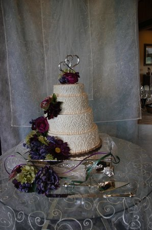 Mountain Pie and Cake Company: Wedding cake