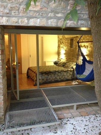 Hotel La Freixera: Desde el jardín