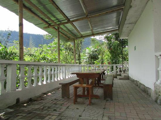 El Quetzal de Mindo: Back porch seating