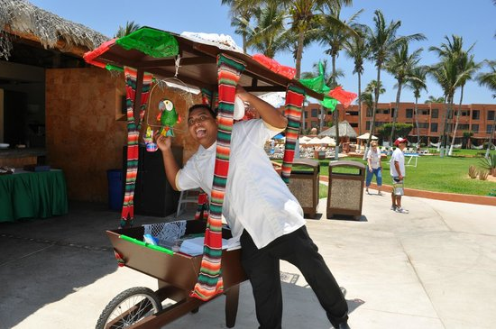 Holiday Inn Resort Los Cabos All-Inclusive: Luis and the new cart