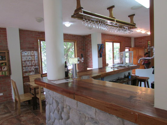 El Quetzal de Mindo: Dining area and bar