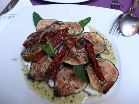 Vintages : Mozzarella, Fig, Anchovie and Sun-dried tomato salad.