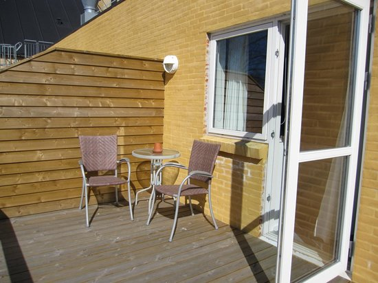 Hotel Skibssmedien Skagen: Sunny terrace outside the room