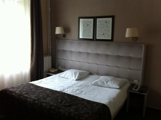 Golden Tulip Reims L Univers: big bed