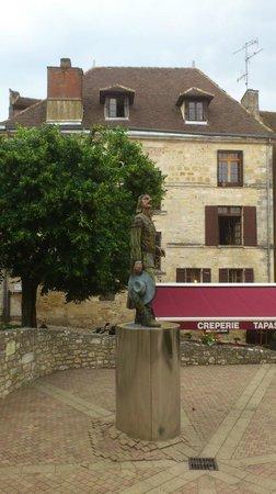 Côté Noix: Statue of Cyrano de Bergerac