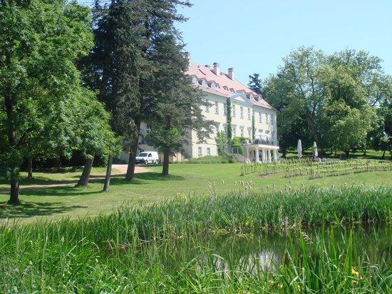 Park Hotel Schloss Rattey : Blick auf das Schloss
