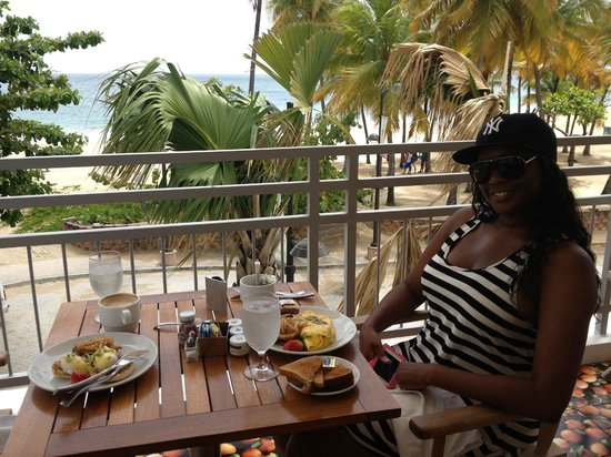 San Juan Water & Beach Club Hotel: Breakfast on the 2nd floor balcony of Zest