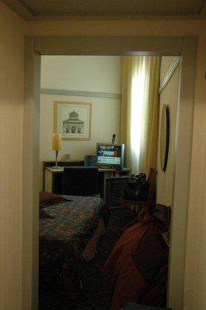NH La Spezia: entrada a habitación