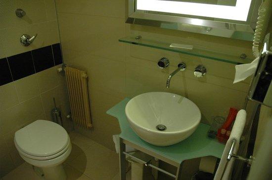 NH La Spezia: baño