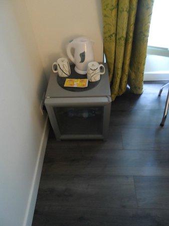 โรงแรมบาทิโนลเลสวิลเลอร์: Small fridge for drinks (but empty !! to fill in yourself)