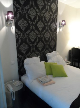 Hotel B Square: Bed & decoration + lamps
