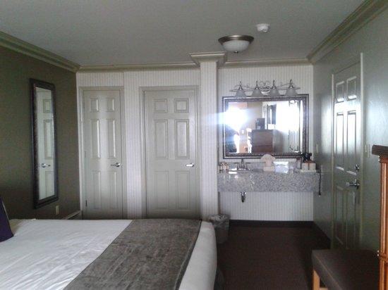 سيرف آند ساند لودج: newly remodeled room are wonderful