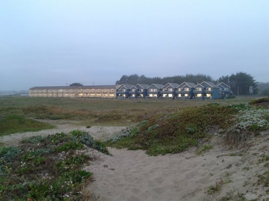 Surf & Sand Lodge: looking back at the hotel from the ocean