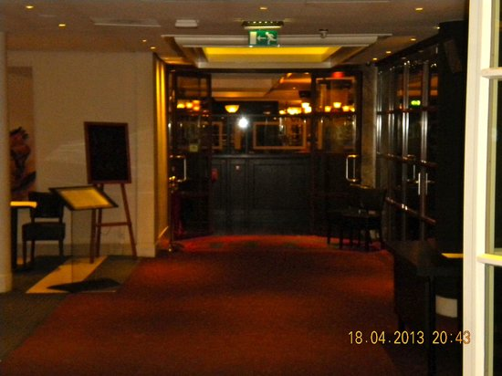 Hotel Foyer Amsterdam : Entry hall with view to restaurant picture of hampshire