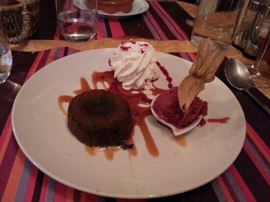 Le Theatre des Sens : molten chocolate cake (moelleux chocolat noir)