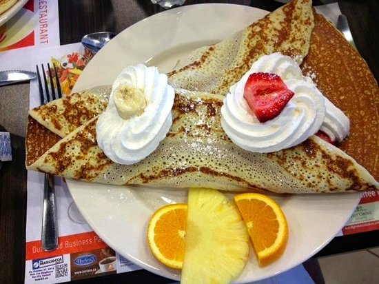 EggsOasis: Classic banana and strawberry crepe