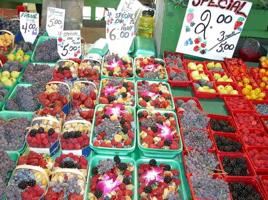 Jean-Talon Market: My favourite berry display Ruby Roy photo