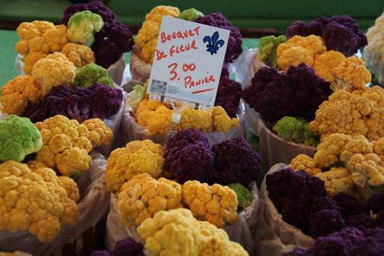 Mercado Jean-Talon: Local chou fleur Ruby Roy photo